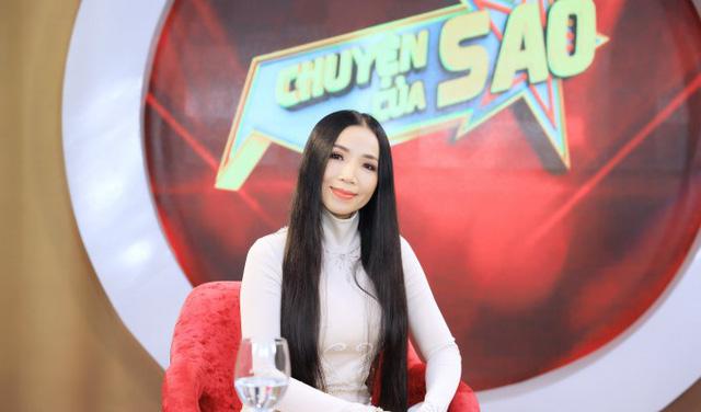 Lý do Nữ hoàng phòng trà Quỳnh Lan chọn guitar thùng làm bạn diễn nhiều năm qua - Ảnh 1.