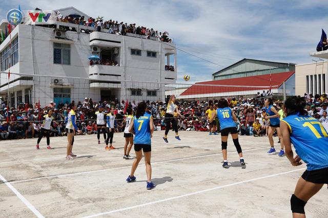 ĐT Việt Nam choáng ngợp trước sự tiếp đón của người dân huyện Quế Sơn, tỉnh Quảng Nam - Ảnh 14.