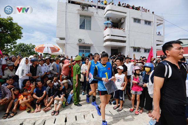 ĐT Việt Nam choáng ngợp trước sự tiếp đón của người dân huyện Quế Sơn, tỉnh Quảng Nam - Ảnh 3.