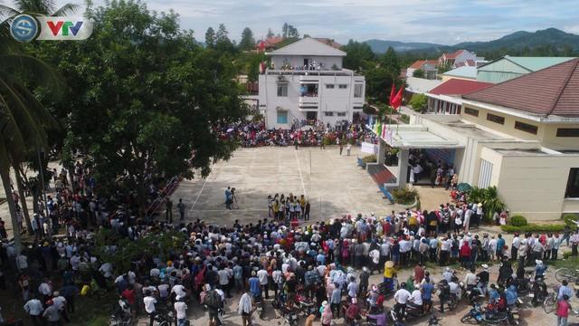 ĐT Việt Nam choáng ngợp trước sự tiếp đón của người dân huyện Quế Sơn, tỉnh Quảng Nam - Ảnh 9.