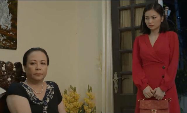 Hoa hồng trên ngực trái - Tập 2: Đi làm về muộn, San (Diệu Hương) bị mẹ chồng nói bóng gió chơi bời - Ảnh 1.