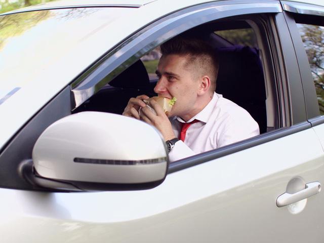 Choáng váng với những quy tắc lái xe kỳ lạ nhất thế giới - ảnh 6
