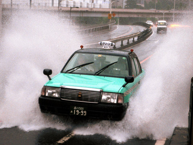 Choáng váng với những quy tắc lái xe kỳ lạ nhất thế giới - ảnh 8
