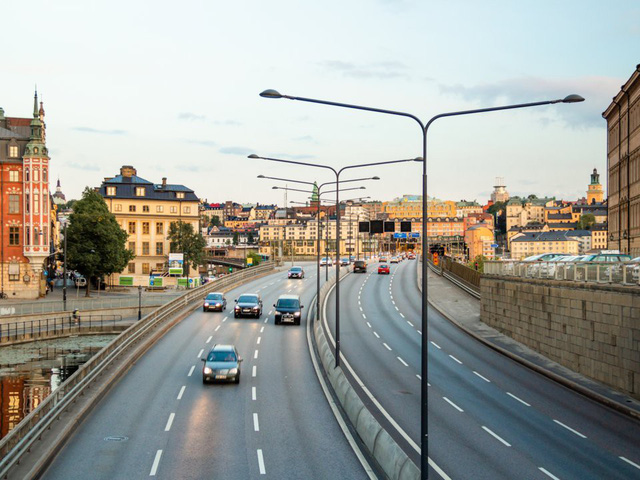 Choáng váng với những quy tắc lái xe kỳ lạ nhất thế giới - ảnh 10