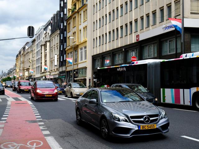 Choáng váng với những quy tắc lái xe kỳ lạ nhất thế giới - ảnh 11