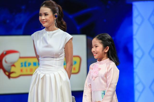 Đoan Trang, Midu khoe thành tích học đọ với sếp nhí 9 tuổi - Ảnh 2.