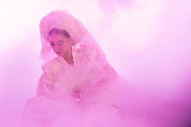"""Hết hóa thành Mị, Hoàng Thùy Linh lại hóa """"bà đồng"""" trong MV mới - Ảnh 2."""