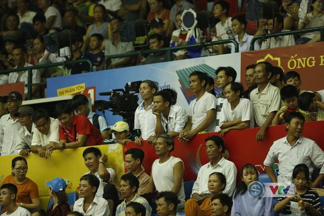 VTV Cup 2019: Bất chấp mưa lớn, người hâm mộ vẫn lấp kín nhà thi đấu tỉnh Quảng Nam - Ảnh 13.