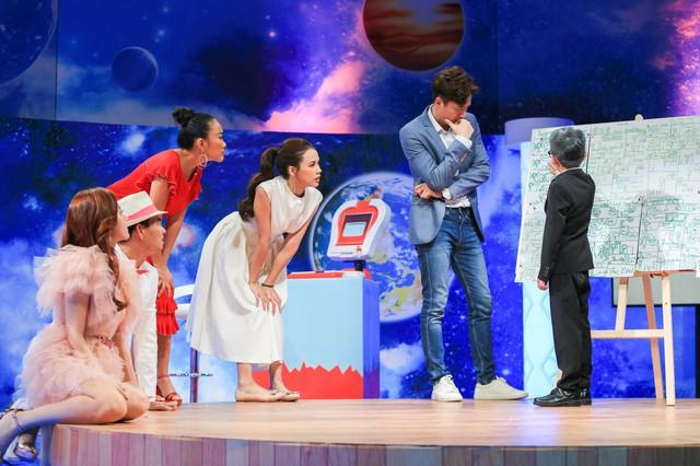 Đoan Trang, Midu khoe thành tích học đọ với sếp nhí 9 tuổi - Ảnh 1.