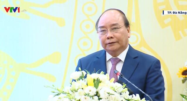 Thủ tướng gặp mặt, biểu dương các chức sắc, chức việc tôn giáo tiêu biểu - Ảnh 1.