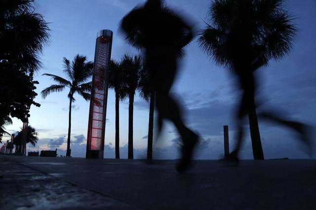 Người dân Florida, Mỹ dự trữ nhu yếu phẩm phòng bão Dorian - Ảnh 5.