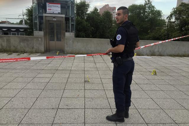 Pháp thắt chặt an ninh sau vụ tấn công bằng dao tại Lyon - Ảnh 2.