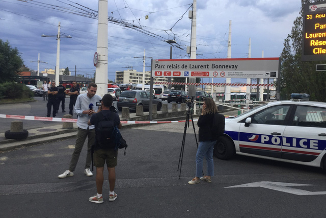 Pháp thắt chặt an ninh sau vụ tấn công bằng dao tại Lyon - Ảnh 3.