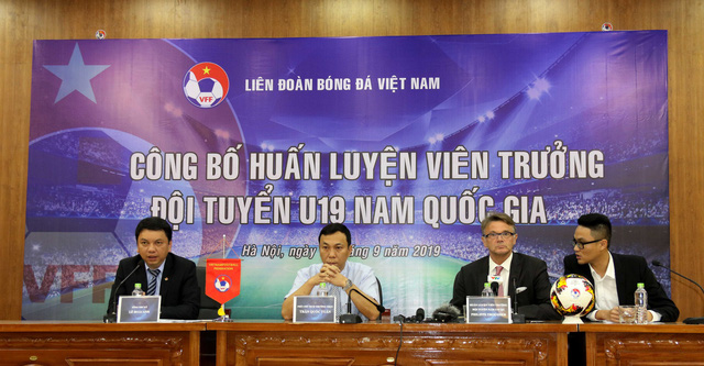 Bảng thành tích siêu ấn tượng của tân HLV U19 Việt Nam Philippe Troussier - Ảnh 2.