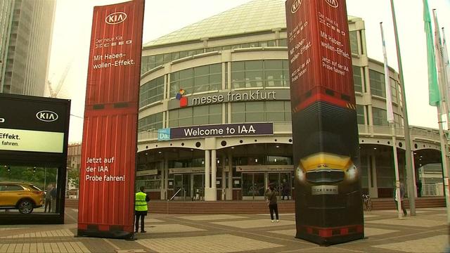 Triển lãm ô tô quốc tế tại Frankfurt, Đức - Ảnh 2.