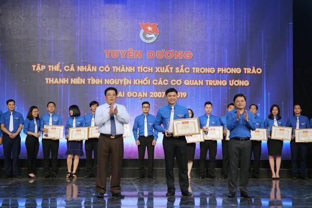 Tuyên dương tập thể, cá nhân có thành tích xuất sắc trong phong trào thanh niên tình nguyện (2007 - 2019) - Ảnh 19.