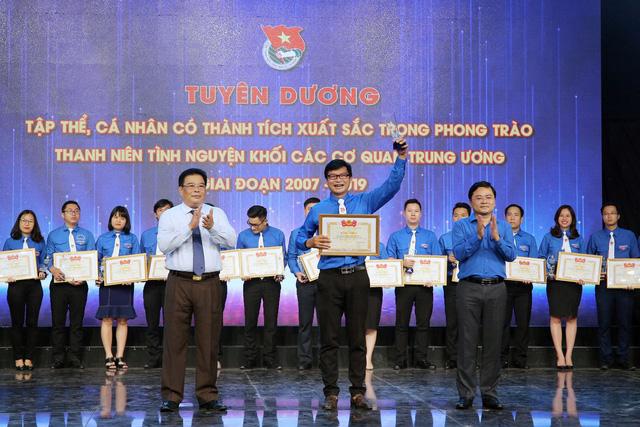 Tuyên dương tập thể, cá nhân có thành tích xuất sắc trong phong trào thanh niên tình nguyện (2007 - 2019) - Ảnh 22.