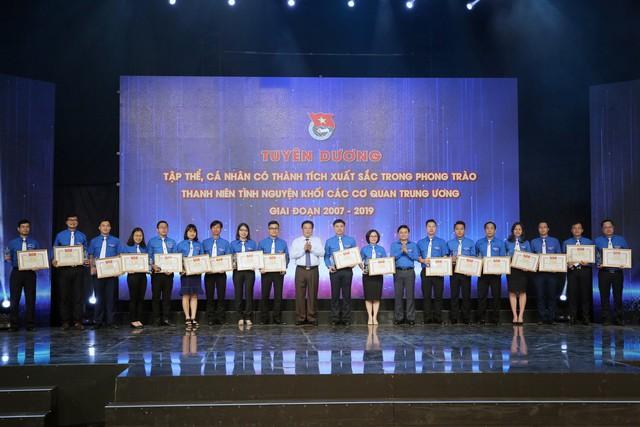 Tuyên dương tập thể, cá nhân có thành tích xuất sắc trong phong trào thanh niên tình nguyện (2007 - 2019) - Ảnh 4.