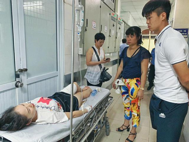 Truyền thông quốc tế sửng sốt với sự cố pháo sáng trên sân Hàng Đẫy - Ảnh 1.