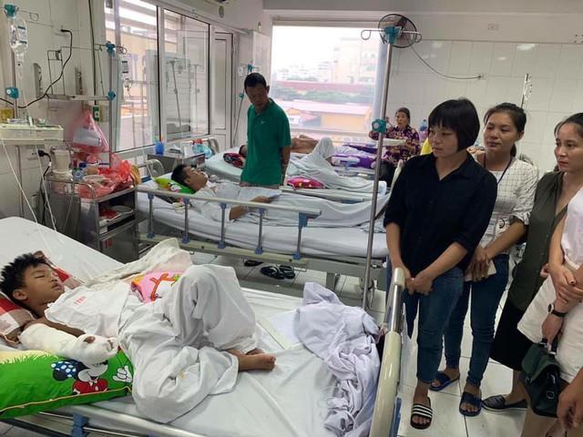 Bé trai bị chú chém đứt lìa tay ở Bắc Giang đang cần sự giúp đỡ từ cộng đồng - Ảnh 1.