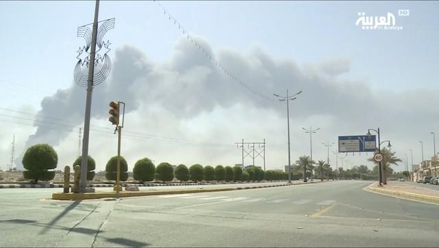 Nhóm vũ trang Houthi thừa nhận tấn công tập đoàn dầu của Saudi Arabia - Ảnh 3.