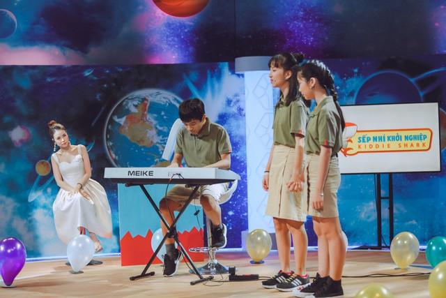 """Shark Dzung bắt tay hợp tác cùng nhóm """"sếp nhí"""" 13 tuổi - Ảnh 1."""