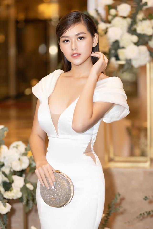 Lương Thùy Linh, Tường San, Kiều Loan đọ sắc trong váy trắng nuột nà - Ảnh 11.