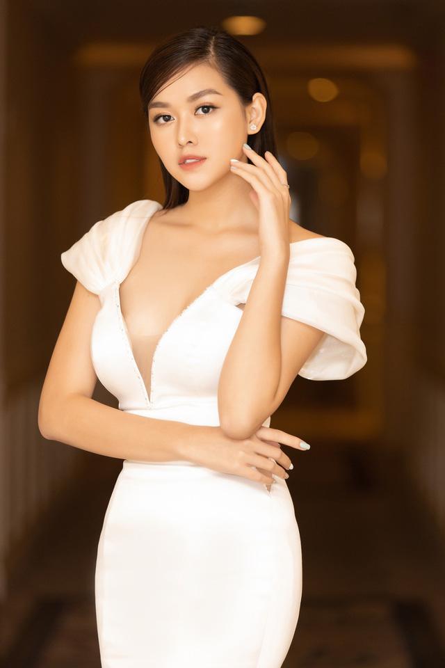 Lương Thùy Linh, Tường San, Kiều Loan đọ sắc trong váy trắng nuột nà - Ảnh 12.