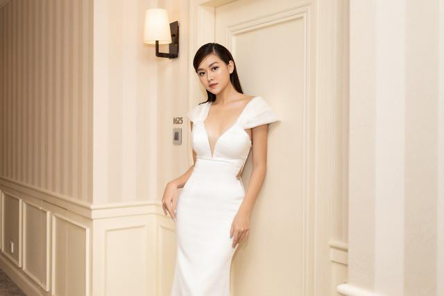 Lương Thùy Linh, Tường San, Kiều Loan đọ sắc trong váy trắng nuột nà - Ảnh 13.