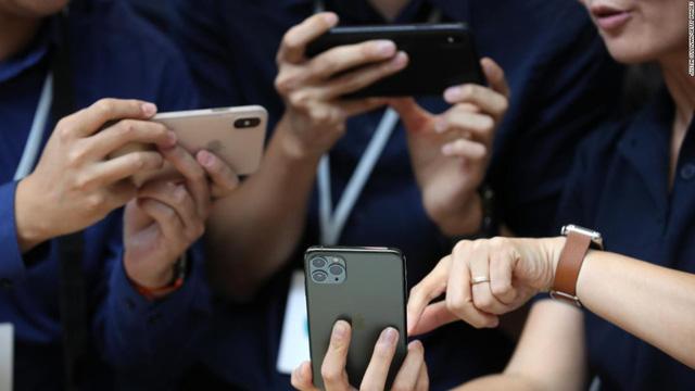 Tim Cook: Apple không thể hạnh phúc hơn với iPhone 11 - Ảnh 1.
