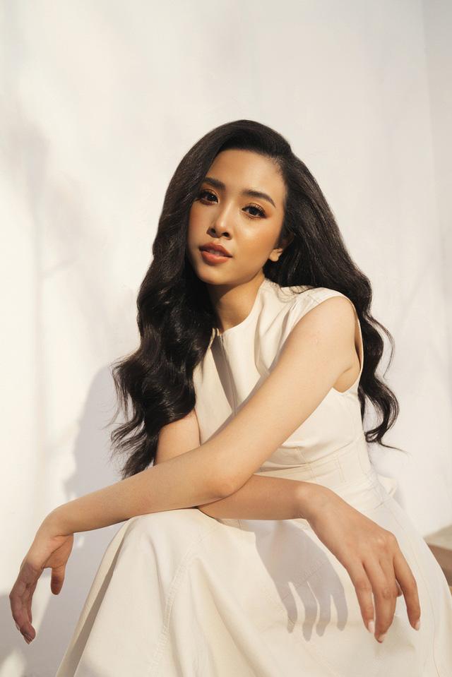 Top 3 Hoa hậu Việt Nam 2018 tung bộ ảnh kỷ niệm 1 năm đăng quang - Ảnh 8.