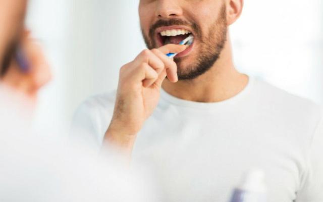8 cách đánh răng sai lầm ai cũng mắc phải - Ảnh 1.