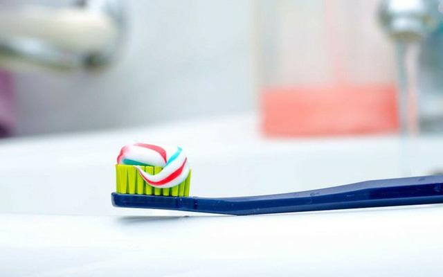 8 cách đánh răng sai lầm ai cũng mắc phải - Ảnh 4.