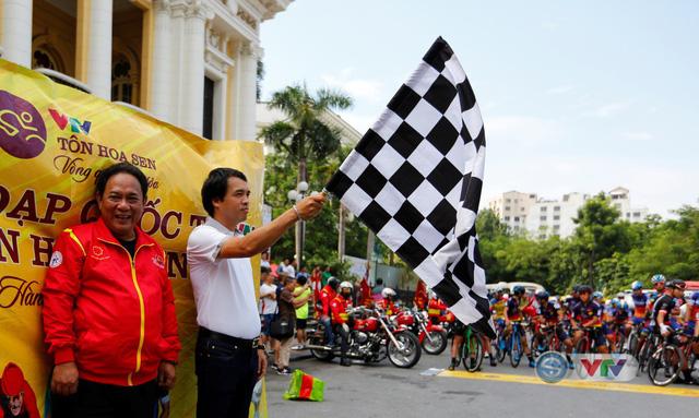 ẢNH: Những khoảnh khắc ấn tượng chặng 2 Giải xe đạp quốc tế VTV Cúp Tôn Hoa Sen 2019 - Ảnh 2.