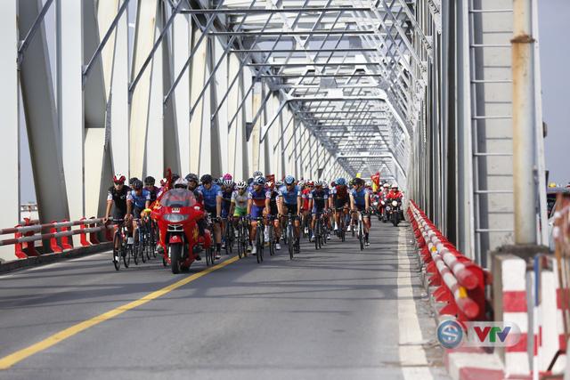 ẢNH: Những khoảnh khắc ấn tượng chặng 2 Giải xe đạp quốc tế VTV Cúp Tôn Hoa Sen 2019 - Ảnh 3.