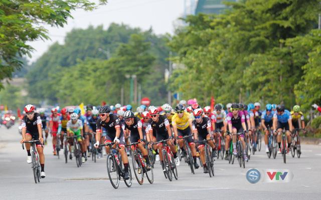 ẢNH: Những khoảnh khắc ấn tượng chặng 2 Giải xe đạp quốc tế VTV Cúp Tôn Hoa Sen 2019 - Ảnh 4.