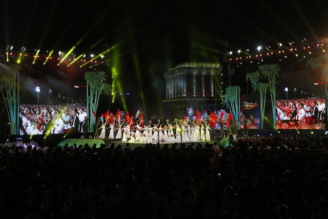 Cầu truyền hình Bài ca kết đoàn: Những hình ảnh khó quên tại điểm cầu Hà Nội - Ảnh 7.