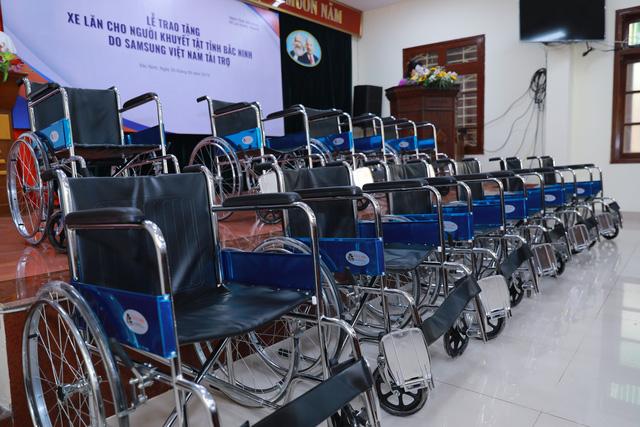 Trao tặng 220 xe lăn cho người khuyết tật tỉnh Bắc Ninh năm 2019 - Ảnh 1.