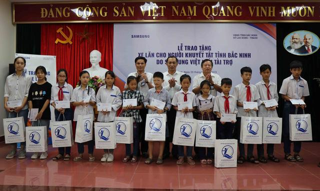 Trao tặng 220 xe lăn cho người khuyết tật tỉnh Bắc Ninh năm 2019 - Ảnh 6.