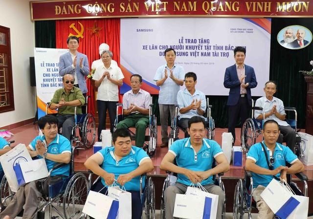 Trao tặng 220 xe lăn cho người khuyết tật tỉnh Bắc Ninh năm 2019 - Ảnh 4.