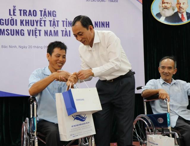 Trao tặng 220 xe lăn cho người khuyết tật tỉnh Bắc Ninh năm 2019 - Ảnh 3.