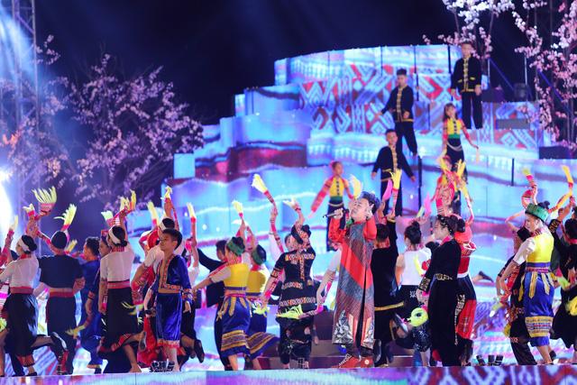 Tùng Dương khiến khán giả đắm chìm với bản mashup cùng ca sĩ nhí - Ảnh 3.
