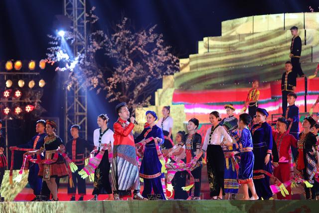 Tùng Dương khiến khán giả đắm chìm với bản mashup cùng ca sĩ nhí - Ảnh 2.