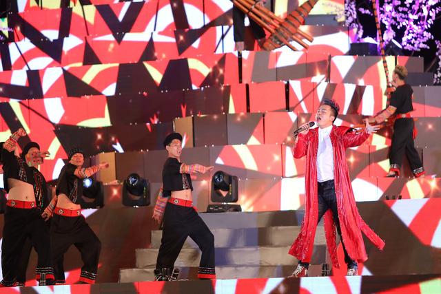Tùng Dương khiến khán giả đắm chìm với bản mashup cùng ca sĩ nhí - Ảnh 5.