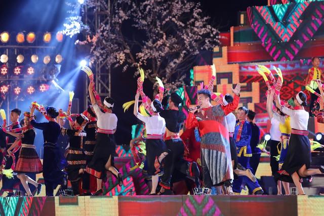 Tùng Dương khiến khán giả đắm chìm với bản mashup cùng ca sĩ nhí - Ảnh 4.