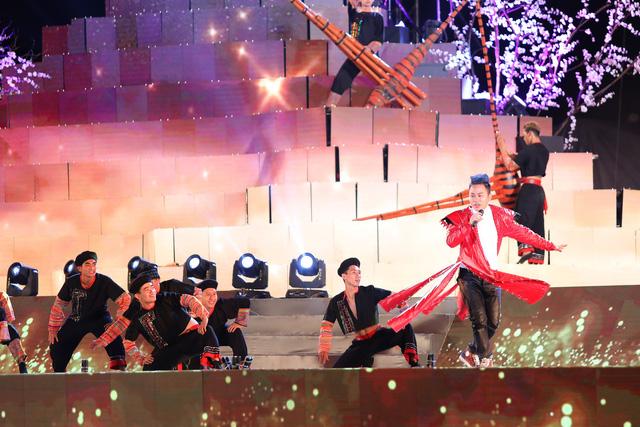 Tùng Dương khiến khán giả đắm chìm với bản mashup cùng ca sĩ nhí - Ảnh 7.