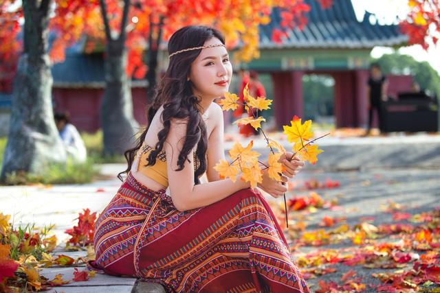 Ngắm hàng cây phong lá đỏ lãng mạn như trong phim Hàn tại Hà Nội - Ảnh 10.