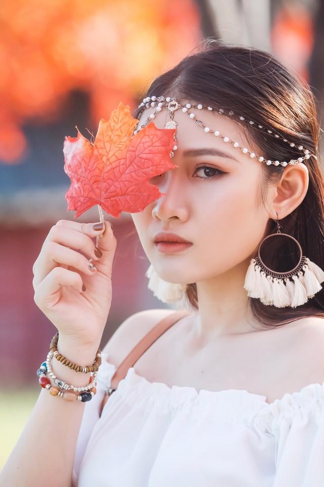 Ngắm hàng cây phong lá đỏ lãng mạn như trong phim Hàn tại Hà Nội - Ảnh 7.