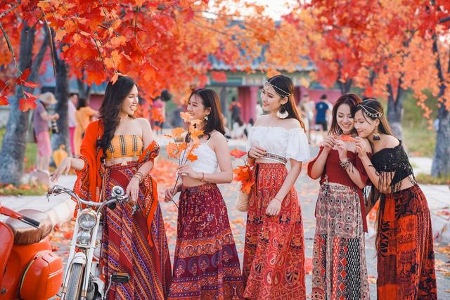 Ngắm hàng cây phong lá đỏ lãng mạn như trong phim Hàn tại Hà Nội - Ảnh 8.