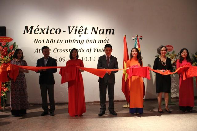 Lắng đọng trong không gian triển lãm kỷ niệm Quốc khánh lần thứ 209 của Mexico - Ảnh 1.